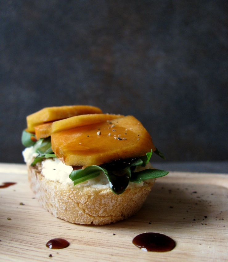 Persimmon and Arugula Crostini || The Little BIte