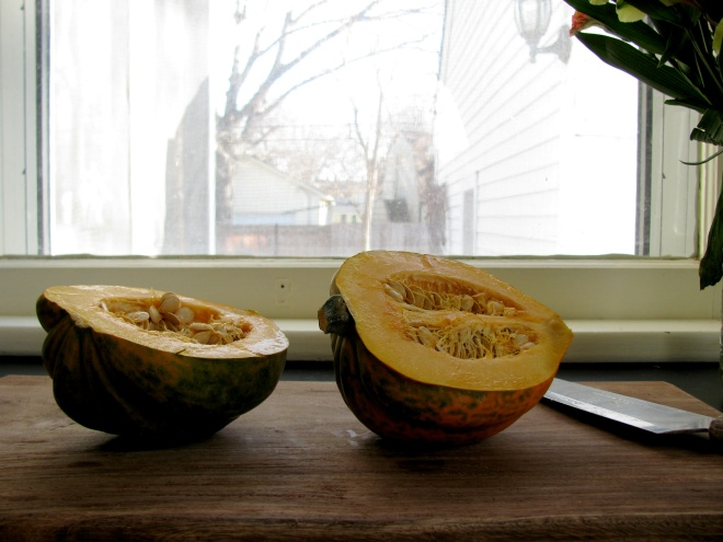 Acorn Squash with Apple and Almond Quinoa || The Little Bite