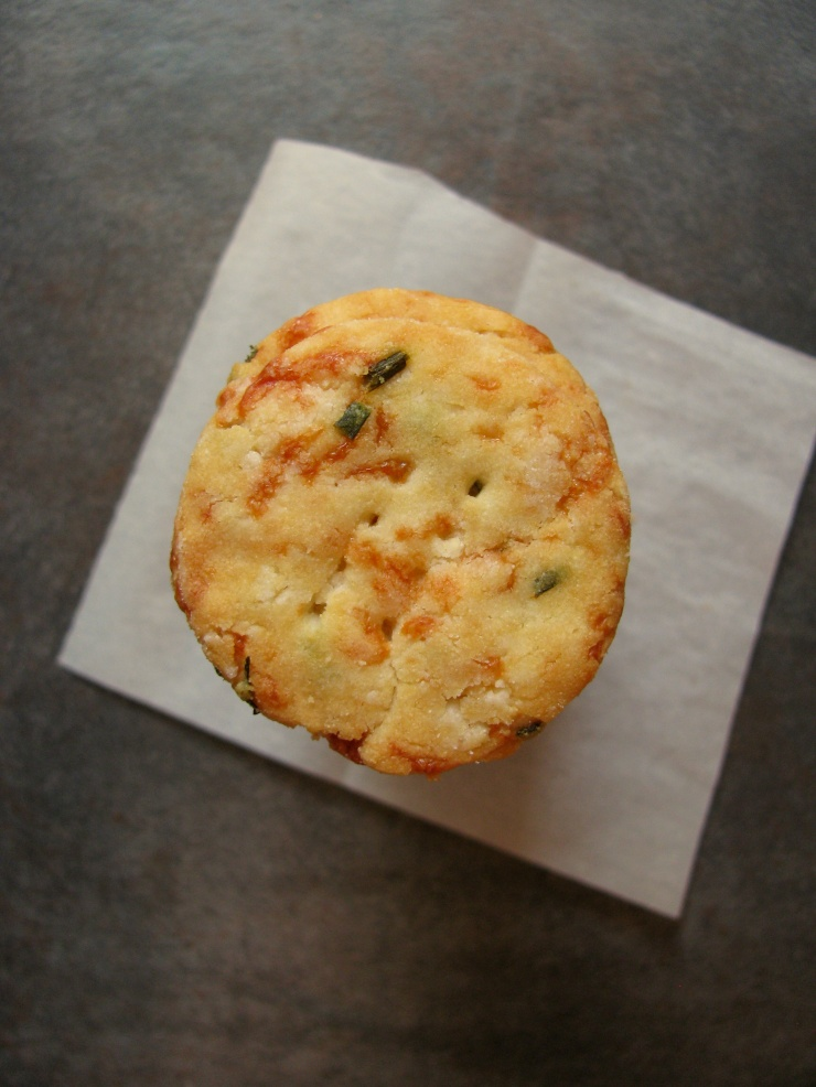 Cheddar and Chive Crackers || The Little Bite