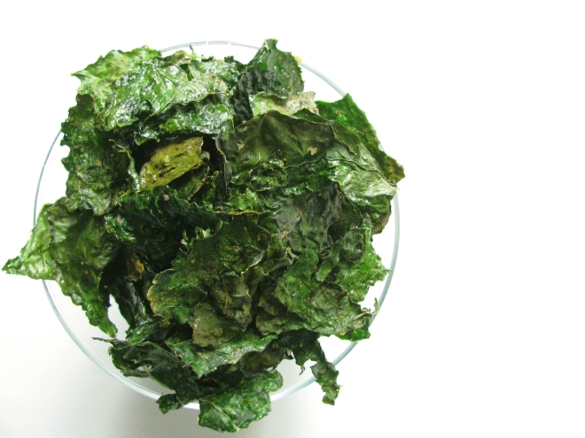Spicy Kale Chips || The Little Bite